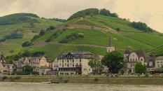 vineyardsrhine_castlesirenhouse_cameraandcarryon-jpg