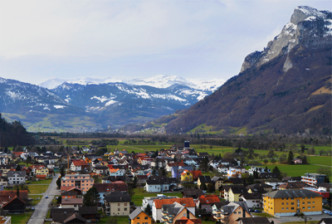 feature_liechtenstein_photoonthemap_cameraandcarryon