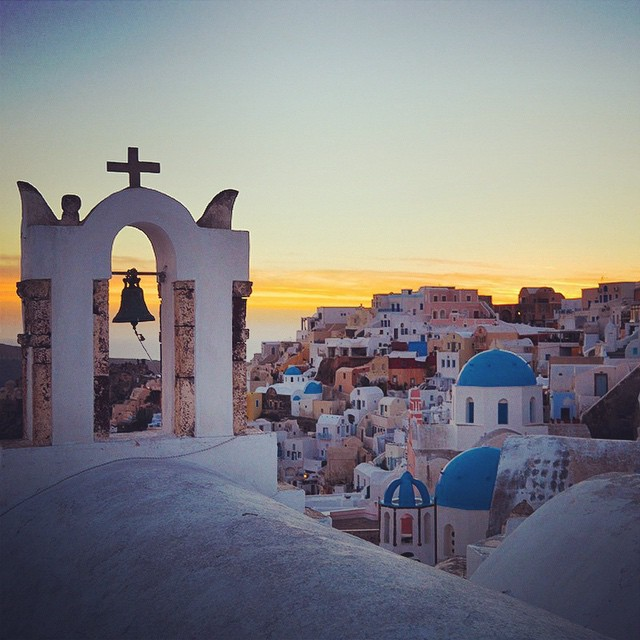 A little piece of heaven. Stunning Santorini. #oia #greece #pictureperfect #tbt