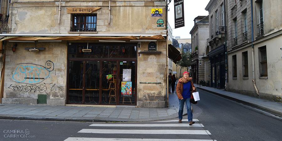 invader2_streetartparis_cameraandcarryon